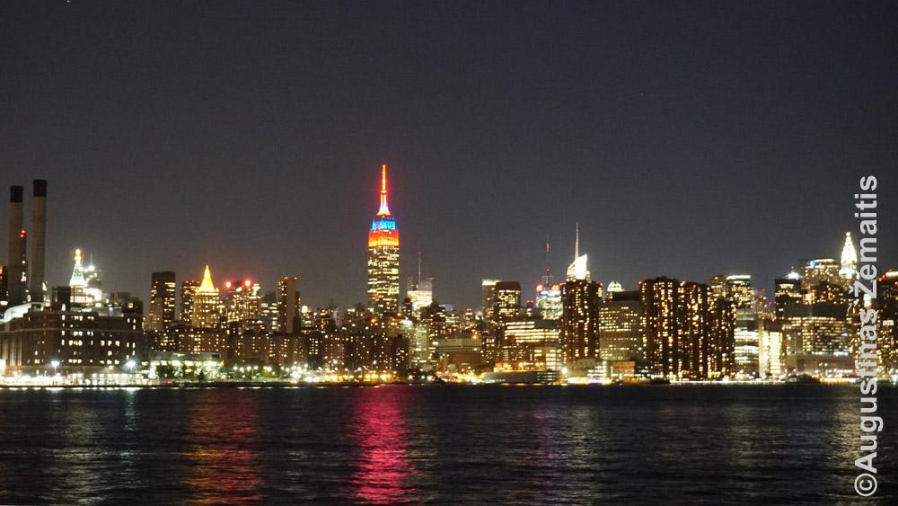Vaizdas iš maršrutinio laivo Niujorke