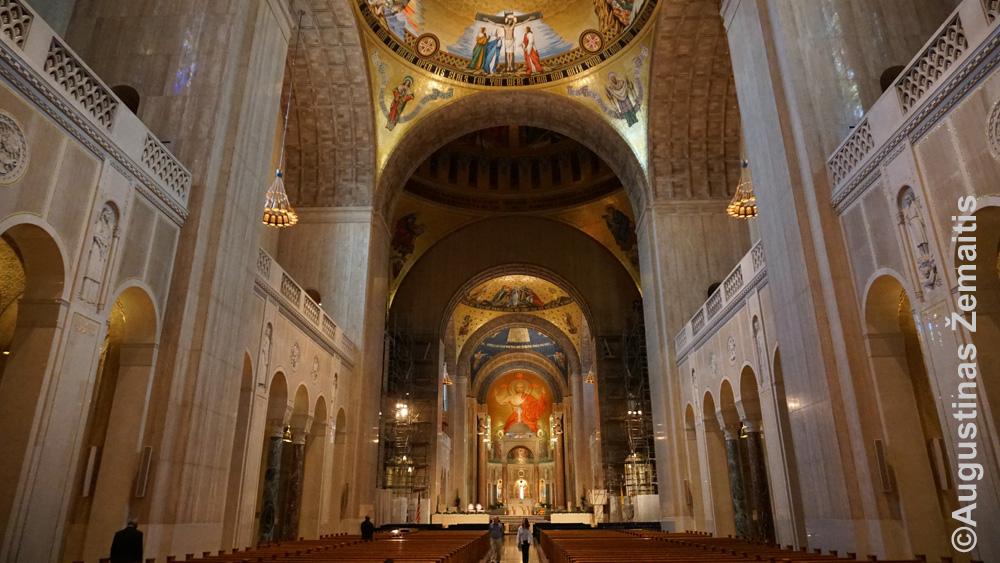 Nekaltojo prasidėjimo bazilikos vidus